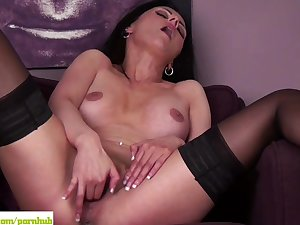 Sienna Richardson Fingers Older Pussy