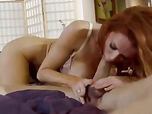 Sexy Rothaarige milf genießt einen Schwanz