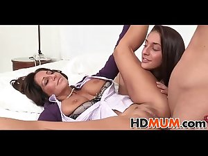 Sexy mum teachs sexercise