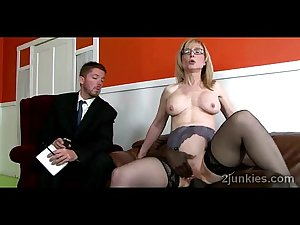 Mature secretary gets pumped by black boss in front of her son